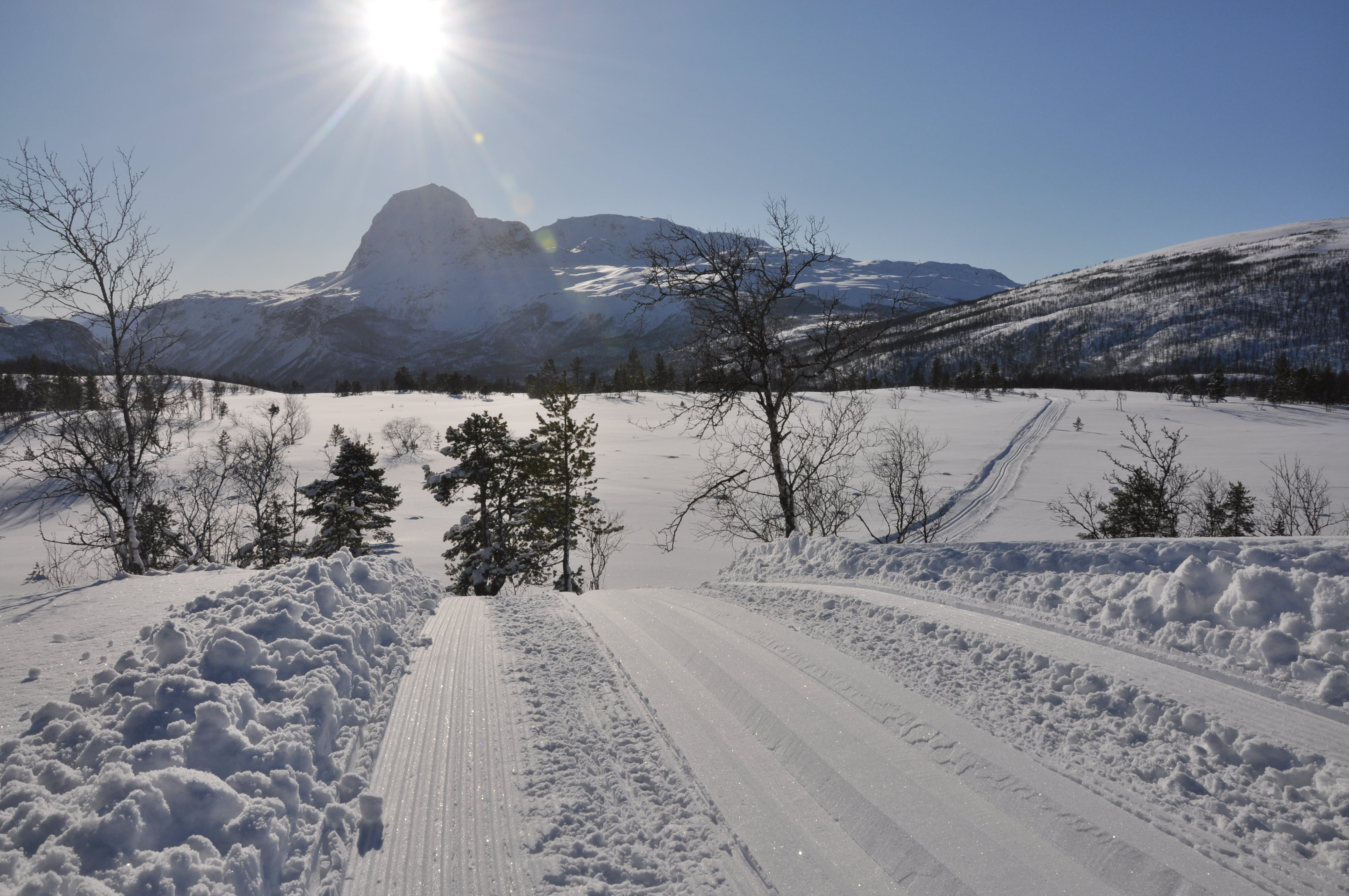 "Ski tracks on ""Påskehågen"""
